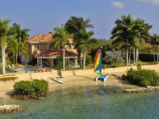 Contemporary 4-bedroom beachfront house on a calm lagoon, Montego Bay