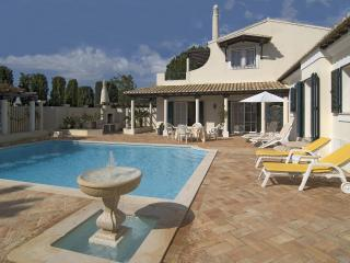 Lovely 3bd villa at Boavista golf camp,nice garden