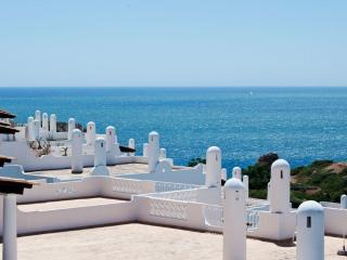 3 Apartments 2-12 people only 200 mts from beach, Ferragudo