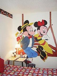 Mikey and Minnie Welcome Kiddies