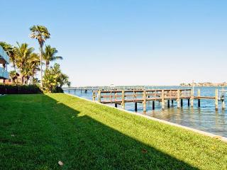 Baywatch 8: 2BR Condo with Heated Pool and Dock, Bradenton Beach