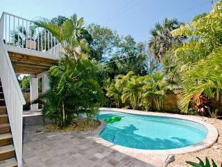 Island Hideout West: 3BR Family-Friendly Pool Home, Holmes Beach