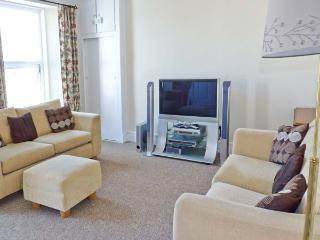 DUNHOLME HOUSE, close to sea and amenities, en-suite bedrooms, flexible accommod