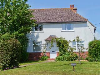 FAIRVIEW, family-friendly cottage, with en-suite bedroom, enclosed garden, village location, in Pett, Ref 23446