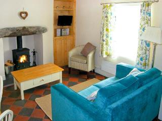TYN Y BERTH close to beach, sea views, woodburning stove in Talsarnau, Ref 9670