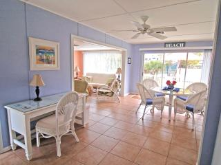 5 Star Pet Friendly, Sunny, Quaint Cottage with Old Florida Charm 3Mins to Beach, Isla de Sanibel