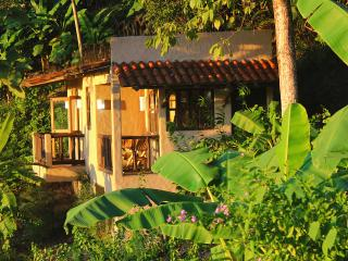 Casa Jakal, ocean view getaway, 150m from beach, Santa Teresa area Costa Rica