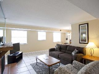 Great location sleeps 8! 2 blocks to Conv Ctr/6th