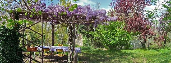 Pergola with hosts table