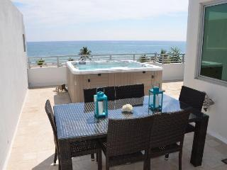 By The Sea Vacation Villas LLC 'Villa Oceana' Direct Ocean Views w/Spa & Pool