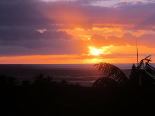 Panoramic Ocean & Sunset Views across Kailua-Kona
