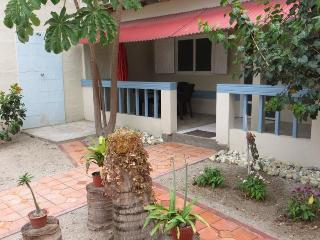 Cute one bdrm apt across from the beach in Olon, Montañita