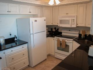 South Seas - SST3909 - Remodeled Beachfront Condo!, Marco Island