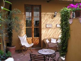 Nice Bed and Breakfast at Tourist House Ghiberti in Florence, Florencia
