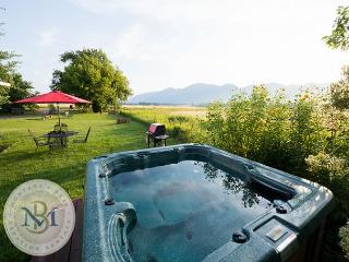 NEW LOWER PRICE! Farm Cottage and Bunk House with amazing mountain views!, Kalispell