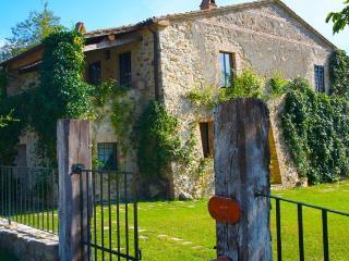Villa in Tuscany with Indoor/outdoor Heated Pool , Sleeps 10, San Casciano dei Bagni