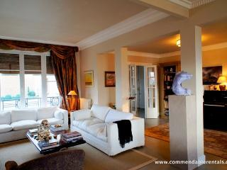 In Paris's Elegant 7th Arrondissement,  Luxury 2 Bedroom, 2 Bathroom, with Balcony and great Views