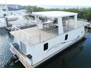 Houseboat Libra: Modern & Spacious 3 Bdrm Floating Home With Pool Access, Key West