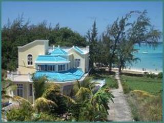 Luxury Beachfront Holiday Villa, Blue Bay