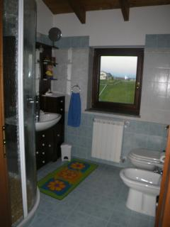 the small bathroom belonging to the small room