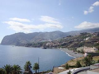 Beach Front Apartment -Lido Promedade at main door, Funchal
