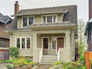 Classic Farm House Near UW With Tons of Space and Charm!, Seattle