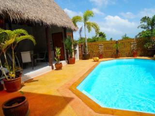 Villa Ayutthaya at Golden Pool Villas - Sea Views - 5 mins walk to Kantiang Bay!