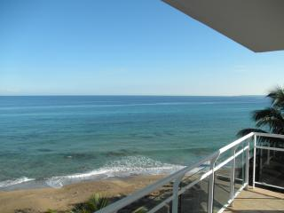 Beautiful Luxury Beachfront Apt. at Sandy Beach, Rincon