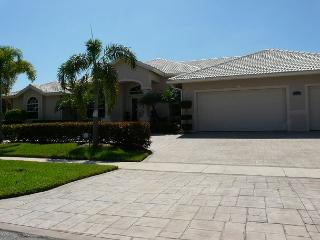 Modern waterfront house with heated pool and well-furnished lanai, Marco Island