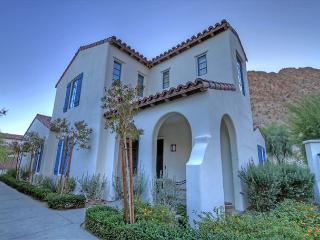 3 Bedroom Townhouse, backs up to the mountain with private garage, La Quinta