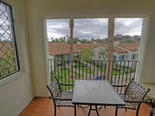 Highly Upgraded 3 Bedroom Upstairs Villas across from  Main Resort Style Pool, La Quinta