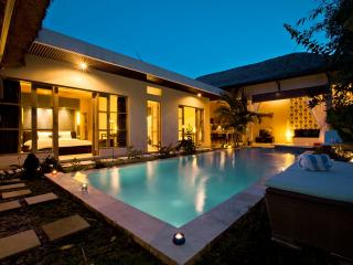 Luxury 2 BR Surfer Villa, Canggu, Close To Beach