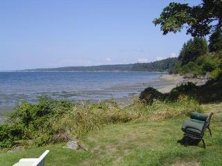 Waterfront beach house, Kayaks, wifi, dog friendly, sunsets, gorgeous view, Freeland