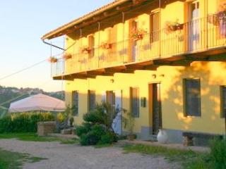 CA MOMPLIN II - FARMHOUSE IN LANGHE AND ROERO ( Pool at Exclusive Country Club)