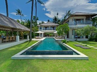 Cempaka Beach Villa - 4 Bedroom in Candidasa,Bali