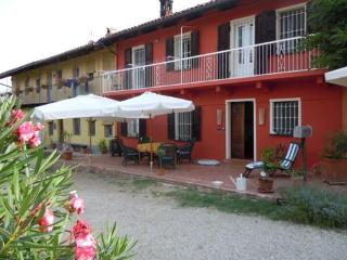 CA MOMPLIN III - FARMHOUSE IN LANGHE AND ROERO ( Pool at Exclusive Country Club), Canale
