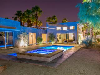 The Whant Collection - Mountain View, Modern Home Retreat in Palm Springs