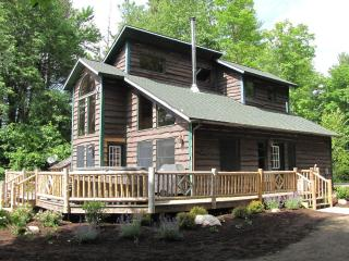 Otter Chalet - Lake Front- Hot Tub- Sauna!, Wilmington