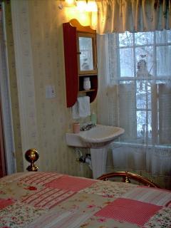 Muriel Room Sink, In room