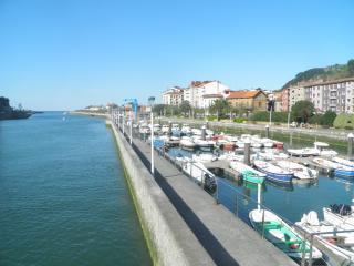 Basque Country: 115 m² flat, 5 min. walk to beach between Bilbao & San Sebastian