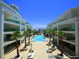 Luxurious pool-side garden apt, Eilat