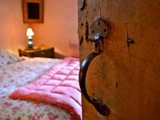New Inn Brilley Rose Pink Bedroom, Whitney-on-Wye