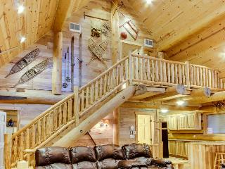 Great antique cabin at Timberline base w/shared hot tub, dog-friendly attitude!