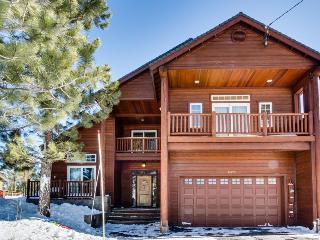 Luxury Donner Lake home w/ private hot tub & shared pool!, Truckee