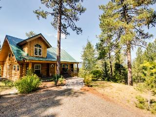 Gorgeous cabin w/ exceptional lake views & entertainment!, Cascade