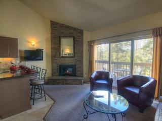 Convenient Mt. Bachelor condo w/ shared hot tub!, Bend