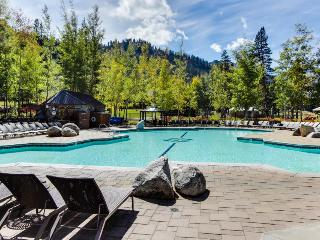 Ski-in/Ski-out conod with outdoor pool & hot tub complex, Olympic Valley