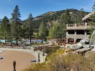 Ski-in/ski-out, year-round outdoor pool, hot tubs, more!, Olympic Valley