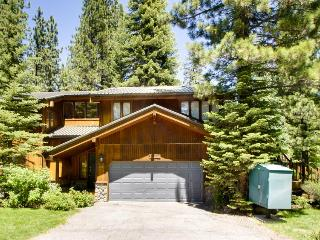 Elegant, lake view home w/ jetted tub - 2 blocks from Tahoe Pines Beach