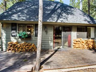 Homey family-friendly house w/private hot tub, SHARC access, great location!